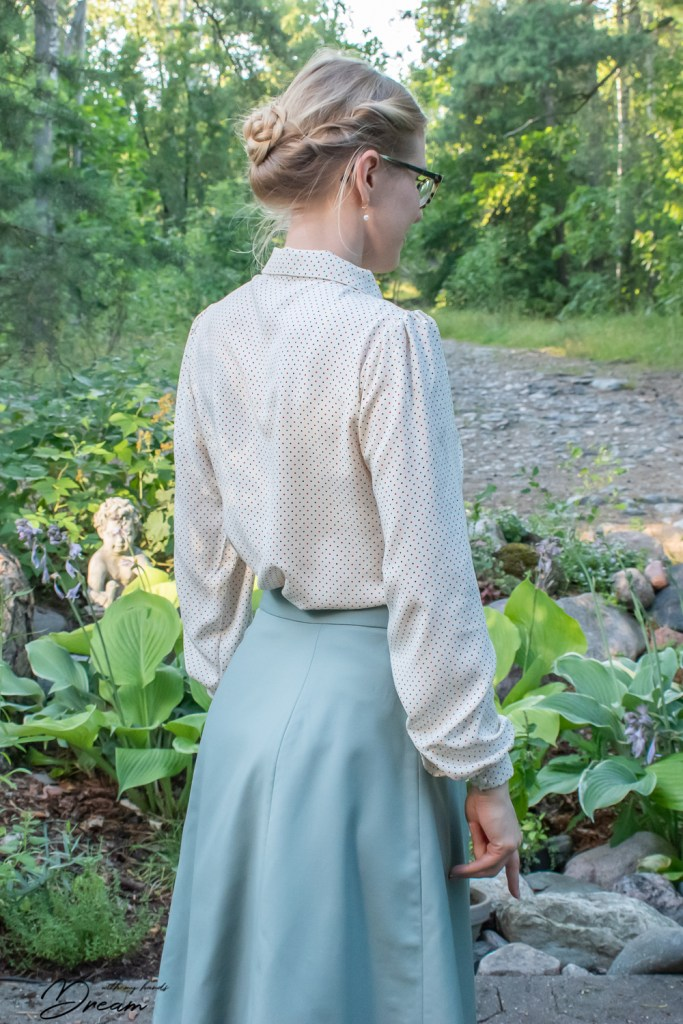 A side back view of my dotty B6563 blouse, inspired by Mary Poppins.