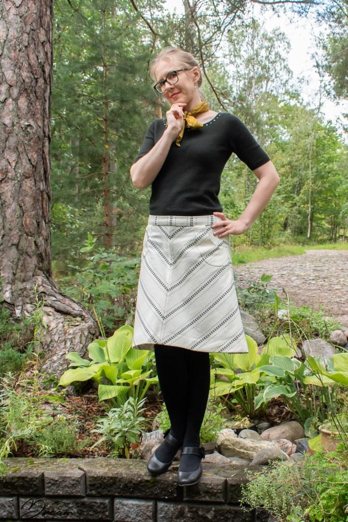 The Lorna skirt made out of Kultavilla Folk fabric.