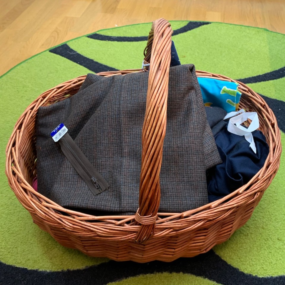 Travelling sewing basket.