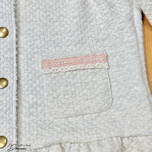 The patch pockets of the Elokuu-jacket.