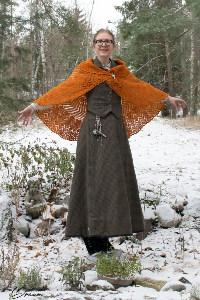 My Victorian-inspired winter outfit and the Chatelaine.