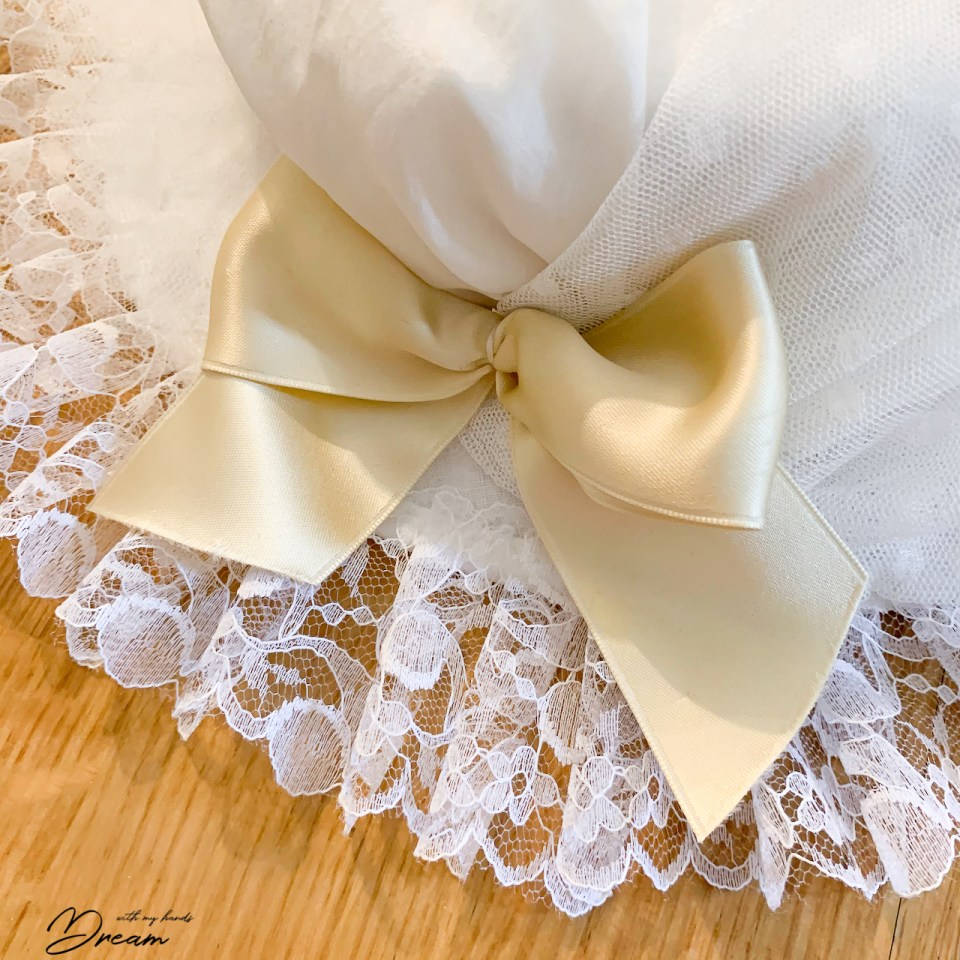 A bow detail.