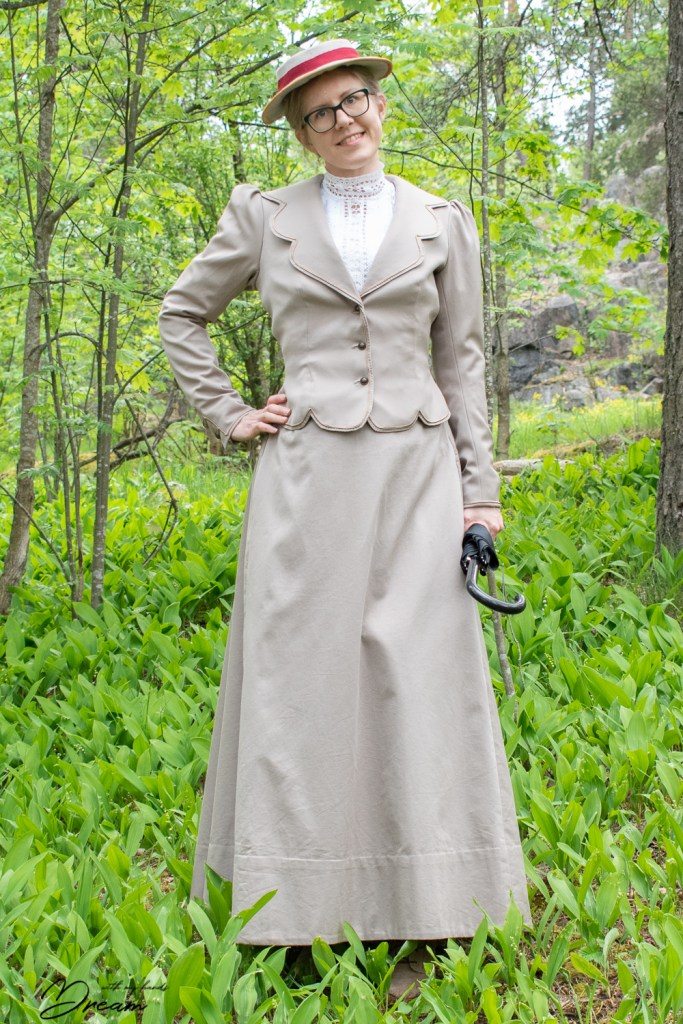 The front view of my 1901 summer jacket.