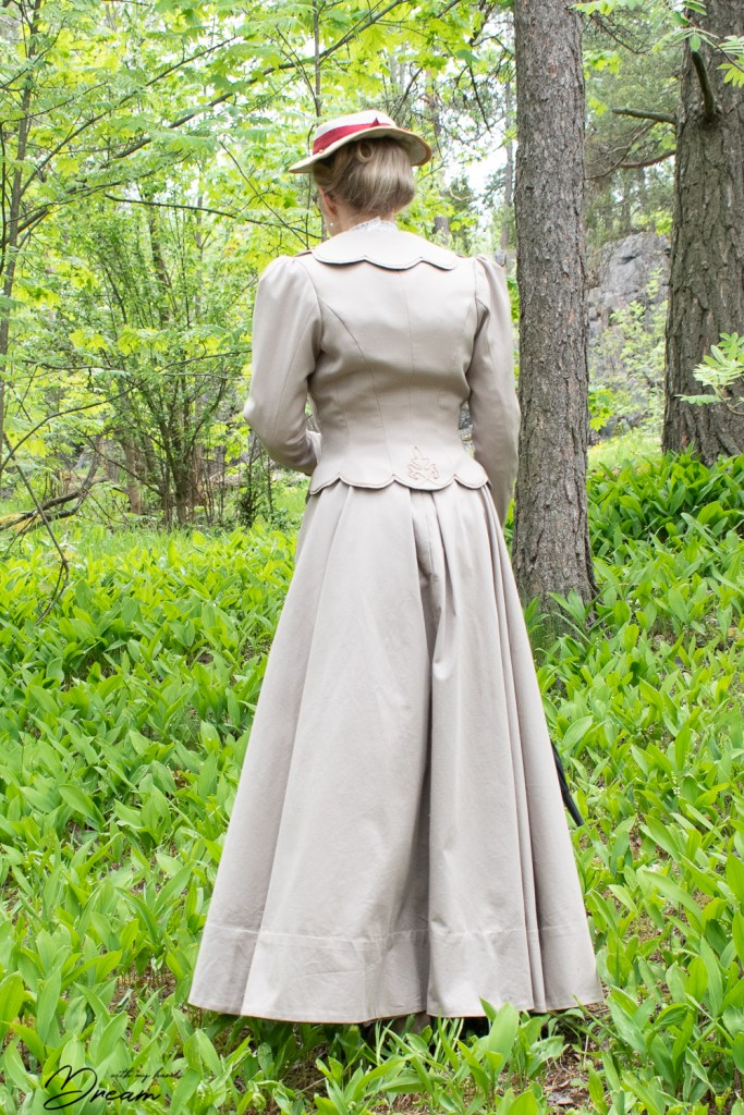 The 1901 summer jacket from the back.
