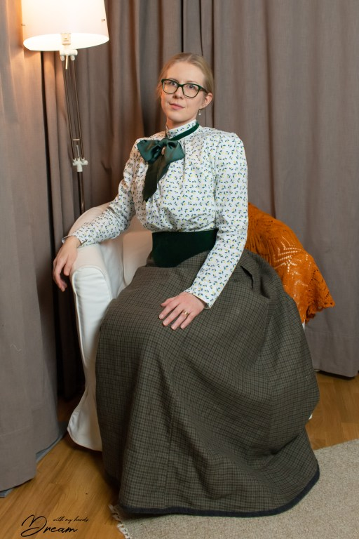 Another picture of the finished outfit: the jabot, belt and the shirtwaist.