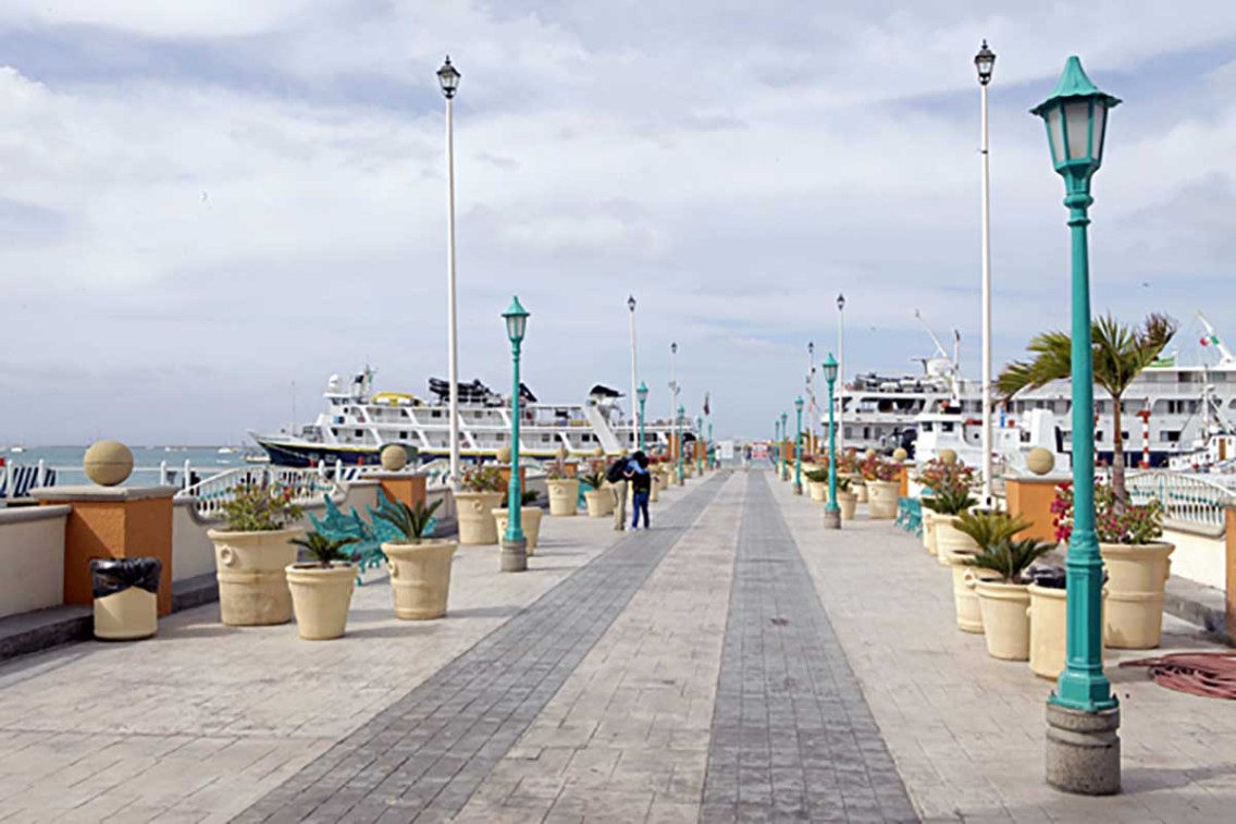 docks-of-la-paz-mexico