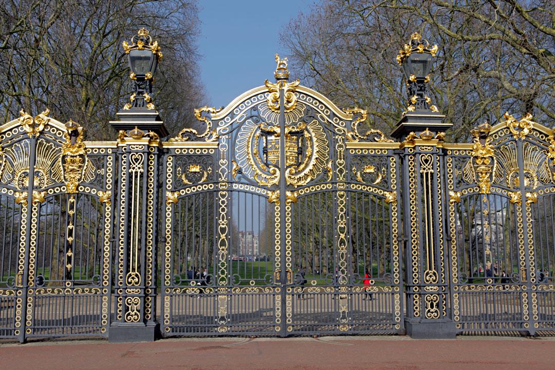 buckingham-palace-london-gate