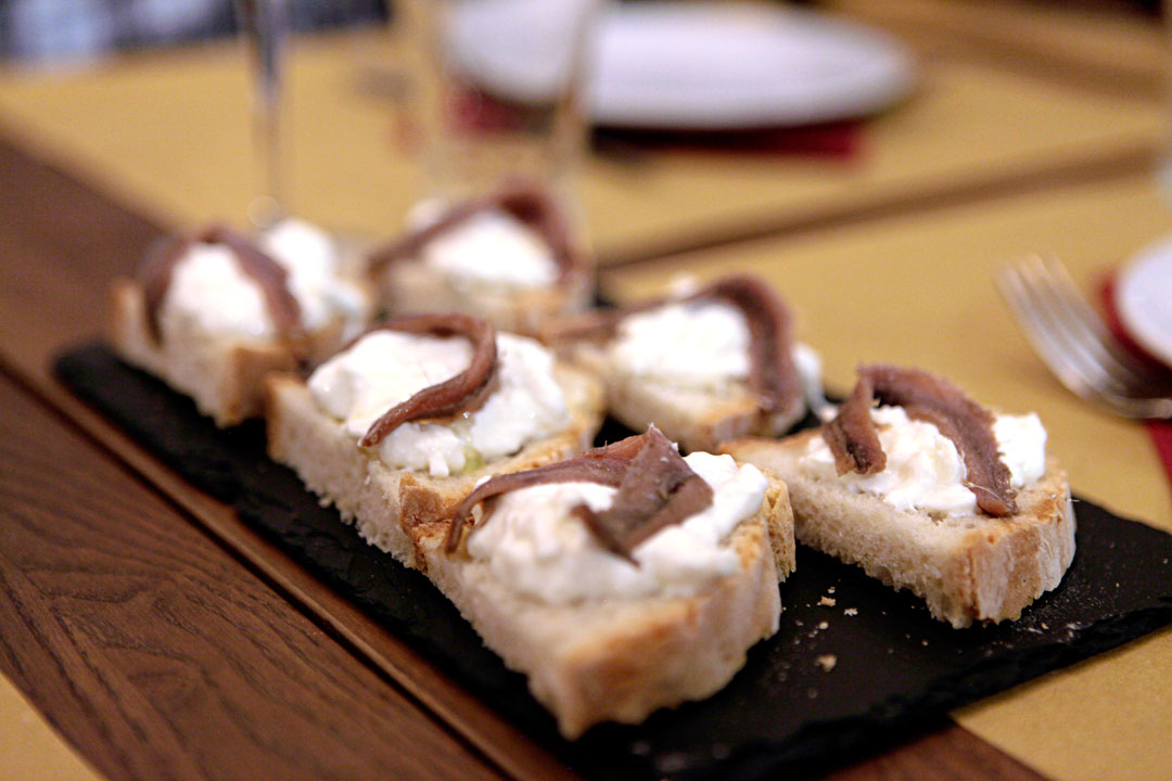 burrata-con-alici-taverna-volpetti-eating-rome