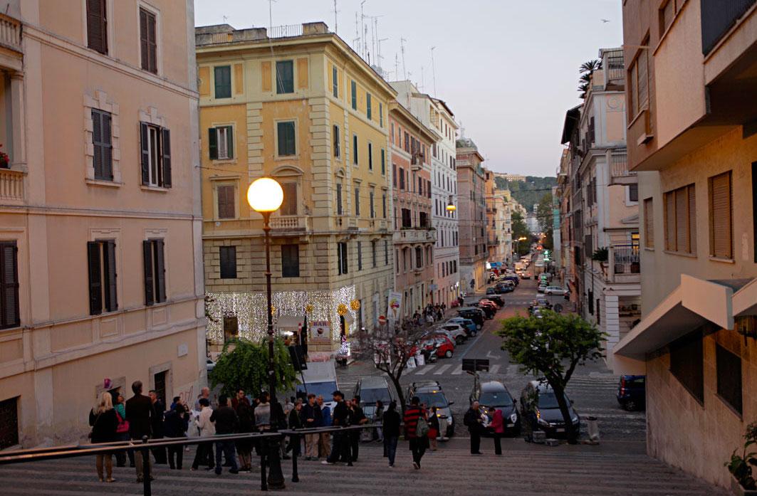 tour-groups-outside-vatican