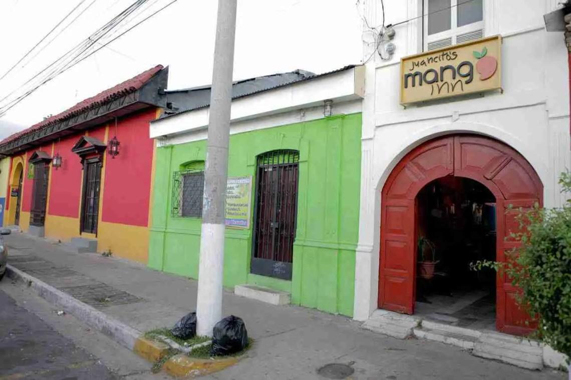 Mango-Inn-Santa-Tecla-El-Salvador