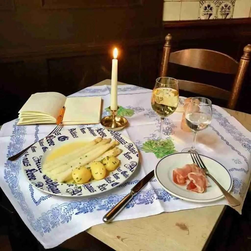 White asparagus and ham