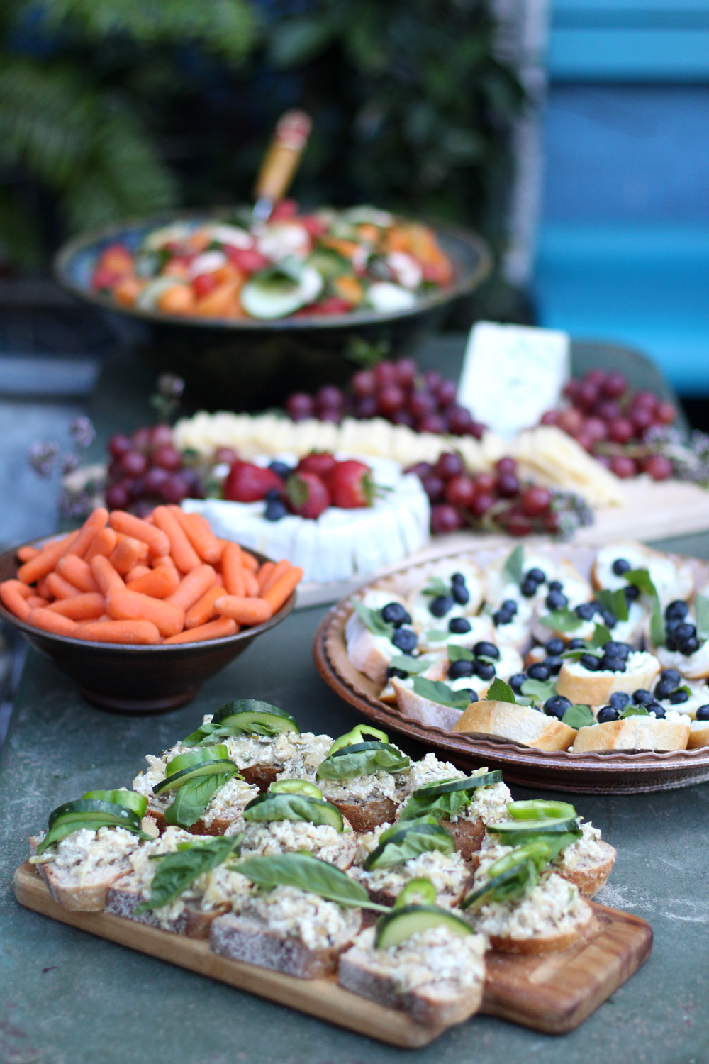 Simple Foods For A Summer Garden Party // www.WithTheGrains.com