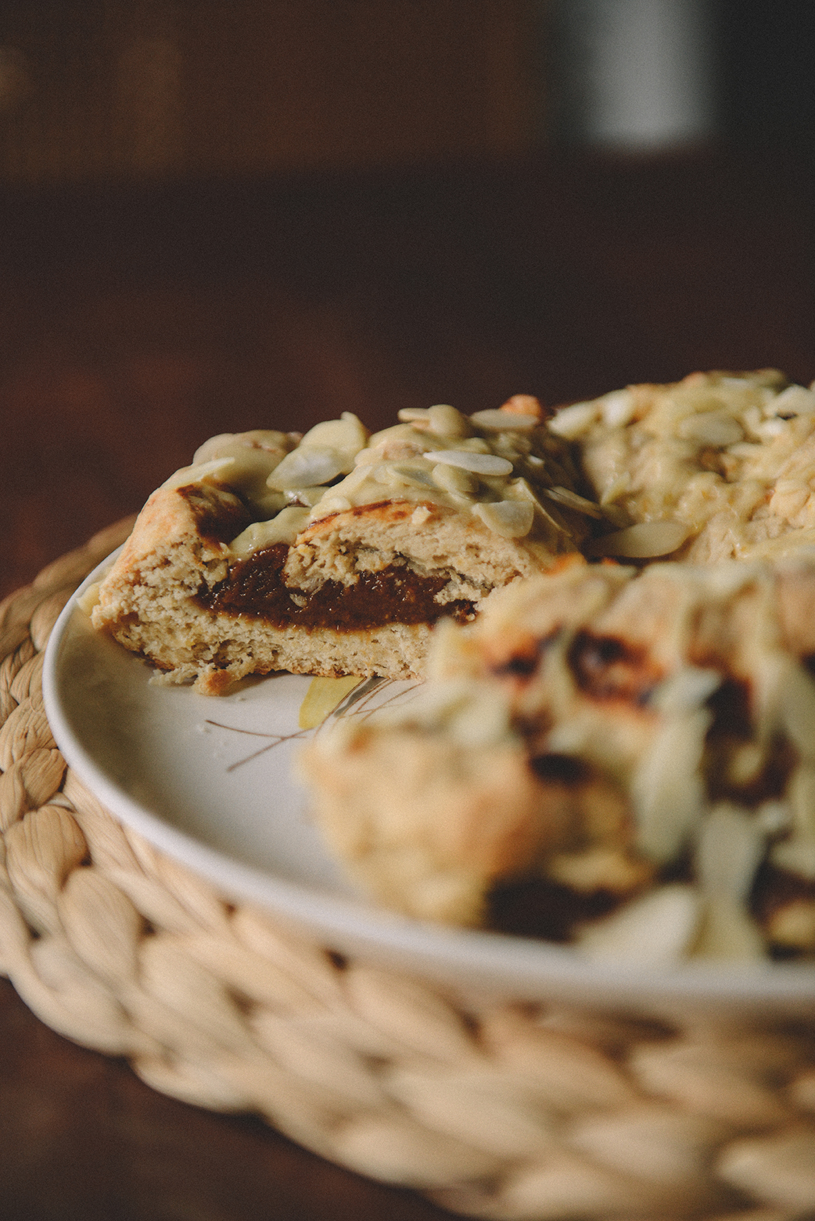 Whole Wheat Apricot Almond Coffee Cake Ring // www.WithTheGrains.com