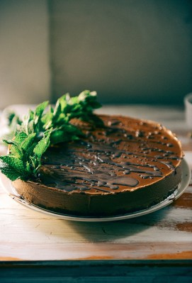 51-no-bake-vegan-chocolate-mousse-cake-by-with-the-grains-011