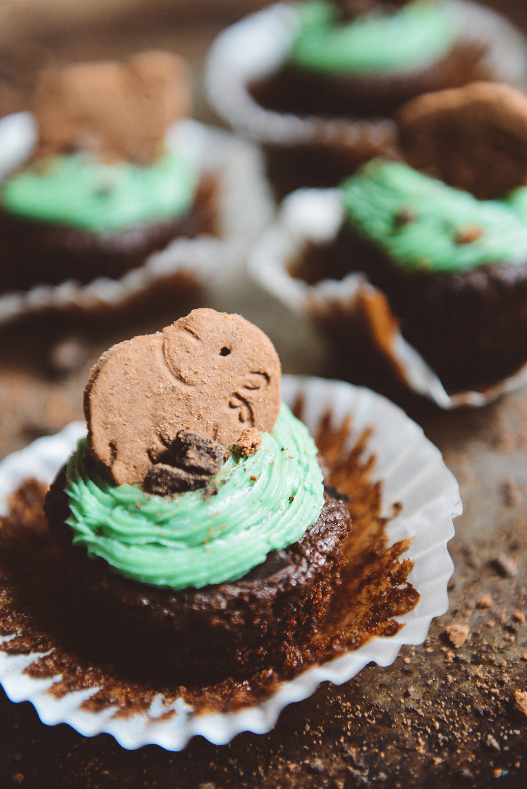 Whole Grain Chocolate Cupcakes with a Fudge Mint Cookie Crunch & a Naturally Dyed Mint Buttercream Frosting // www.WithTheGrains.com