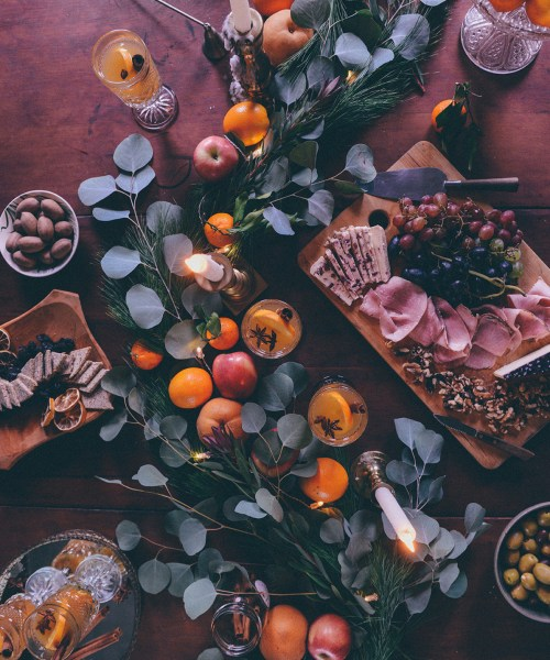 Mulled White Wine & Homemade Gluten Free Crackers for Winter Entertaining // www.WithTheGrains.com