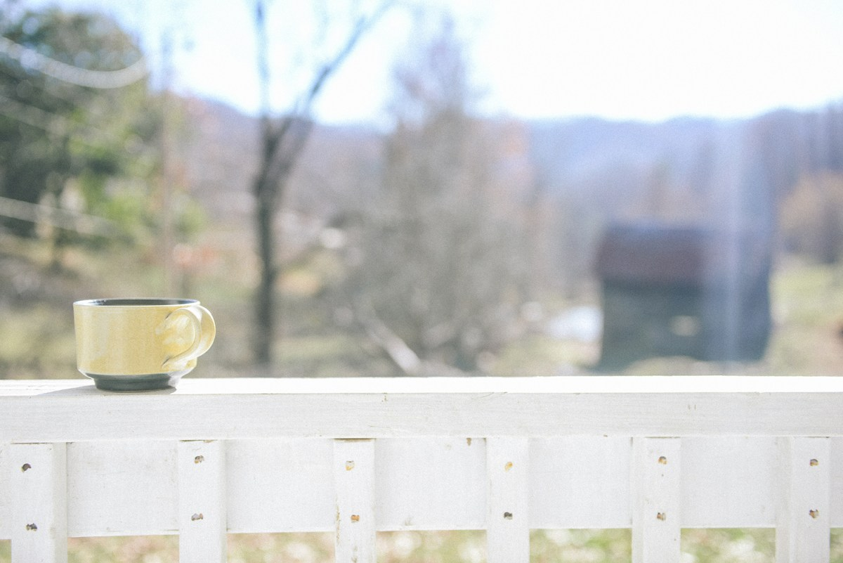 A Cozy Creekside Farmhouse Stay in Mars Hill, NC // www.WithTheGrains.com