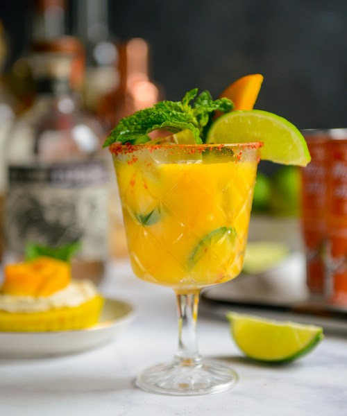 Mango Jalapeño Margaritas // www.WithTheGrains.com