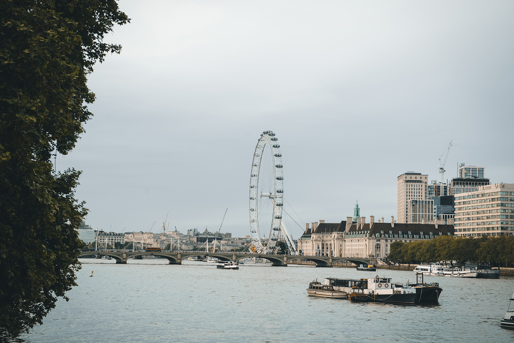Exploring London by Foot: Eats, Sights & A Spectacle