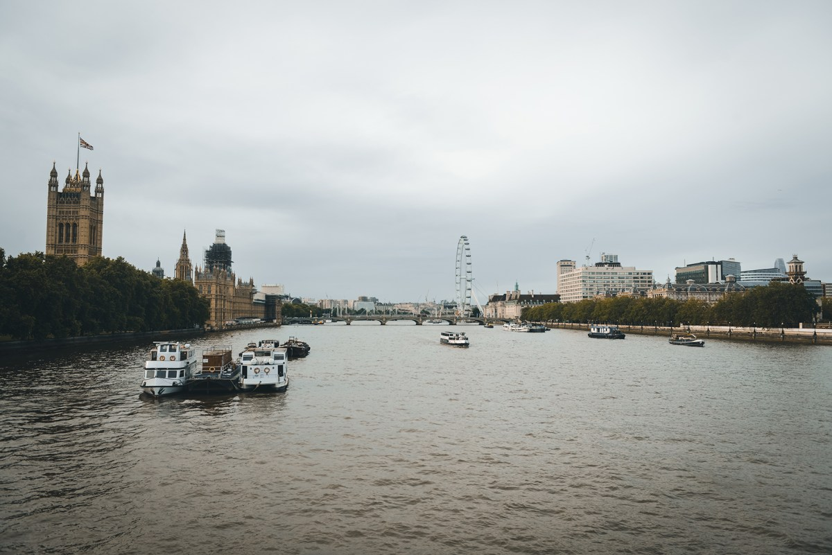 Exploring London by Foot // www.WithTheGrains.com