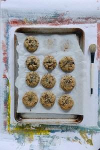 Almond Flour Chocolate Chip Cookies (Gluten-Free) // www.WithTheGrains.com