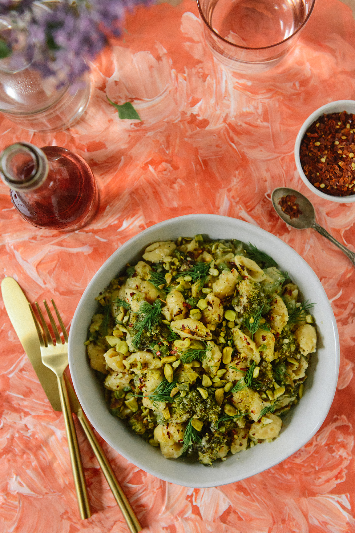 Stovetop Mac And Cheese with Roasted Broccoli // www.WithTheGrains.com