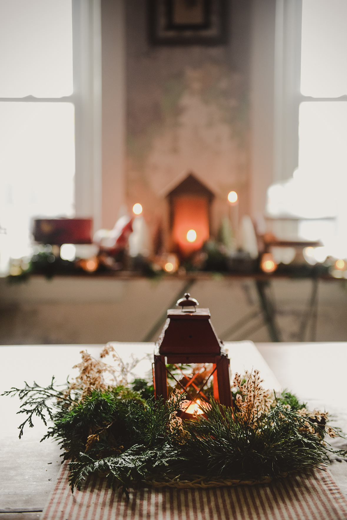 Take a Peek At My Natural Holiday Decorations // www.WithTheGrains.com