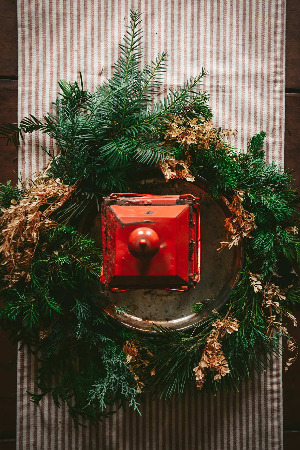 A Holiday Centerpiece // www.WithTheGrains.com