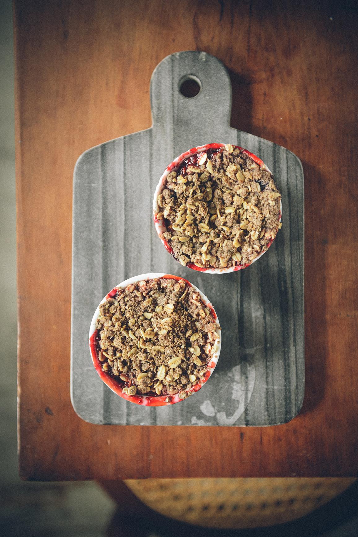 Individual Berry Crisps (Gluten-Free / Whole-Grain) // www.WithTheGrains.com