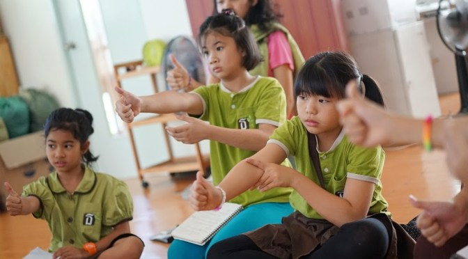 ไปคุยกับเด็กๆเรื่องโลกและดวงอาทิตย์ กิจกรรมภาพลวงตา หัดทำคอปเตอร์กระดาษ