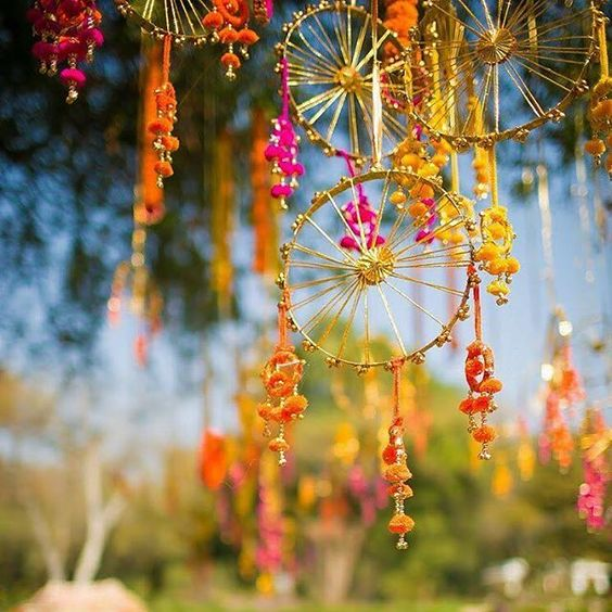 quirky sasta, sunder and stunning hanging ideas - Witty Vows