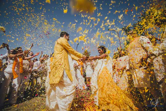 PICTURES THAT PROVE EVERY INDIAN BRIDE MUST GET A PICTURE WITH A FLOWER SHOWER | A bridal entry in style | Ceremonies are more animated | Photos with your best friends for the bride |Pictures you must get with your bae | Curated By Witty Vows