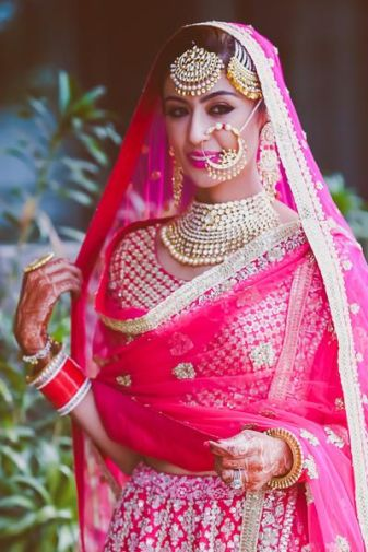 indian bride| traditional Indian jewellery| indian wedding jewellery| wed me good| indian weddings| indian brides | nath | mathapathi| polki necklace| delhi bride | bridal look| Indian Bridal Jewellery | Jhoomar | Maang Tikka| Passa