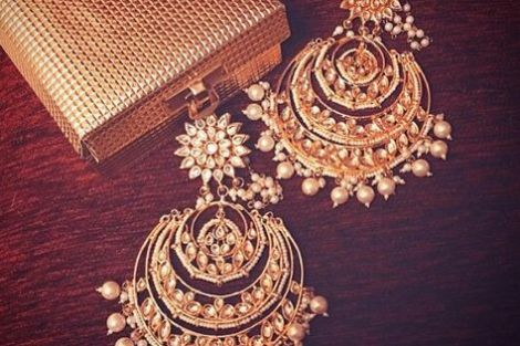 indian bride| traditional Indian jewellery| indian wedding jewellery| wed me good| indian weddings| indian brides | nath | mathapathi| polki necklace| delhi bride | bridal look| Indian Bridal Jewellery | Polki Ring | chandbala earrings | amarpali