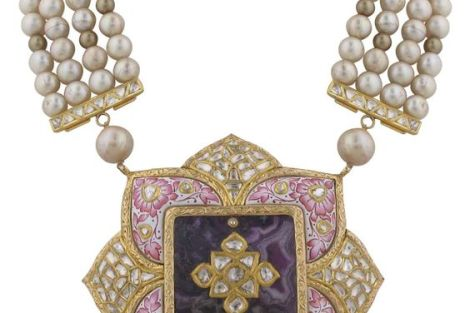 indian bride| traditional Indian jewellery| indian wedding jewellery| wed me good| indian weddings| indian brides | nath | mathapathi| polki necklace| delhi bride | bridal look| Indian Bridal Jewellery | Meenakari | Vogue | wittyvows