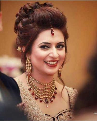 Indian wedding hairstyles for Indian Brides- Up Dos, Braids, loose curls
