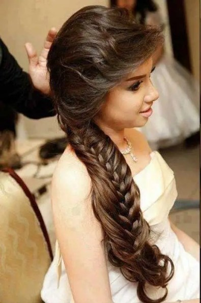 Indian wedding hairstyles for Indian Brides |A loose khajuri or fishtail braid