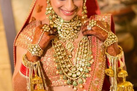 indian bride| traditional Indian jewellery| indian wedding jewellery| wed me good| indian weddings| indian brides | nath | mathapathi| polki necklace| delhi bride | bridal look| Indian Bridal Jewellery | sukrit |real bride