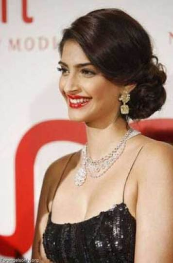 Indian wedding hairstyles for Indian Brides| Side bun - Sonam Kapoor | Image Source - Pinterest | Curated by Witty Vows