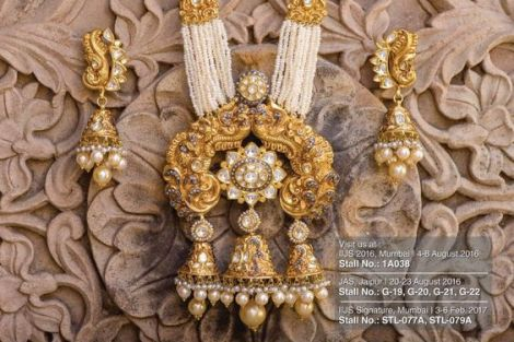 indian bride| traditional Indian jewellery| indian wedding jewellery| wed me good| indian weddings| indian brides | nath | mathapathi| polki necklace| delhi bride | bridal look| Indian Bridal Jewellery | Polki Ring | chandbala earrings | Gold and Polki set| Mumbai