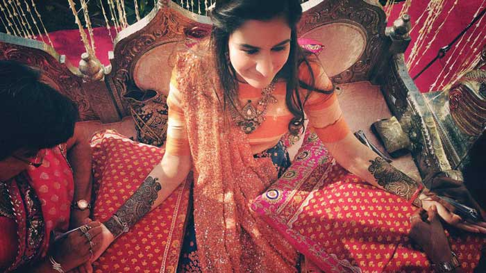 candid wedding photograph TIPS FOR INDIAN BRIDES | Sephi Bergeson | Best wedding photographers in India | Indian bride mehendi photos on iPhone