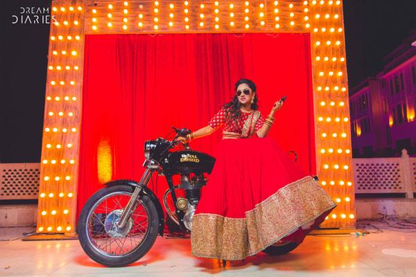 Candid bridal photo ideas | Bindaas brides | Witty Vows | photo by dream diaries | bride on a bike with a gun