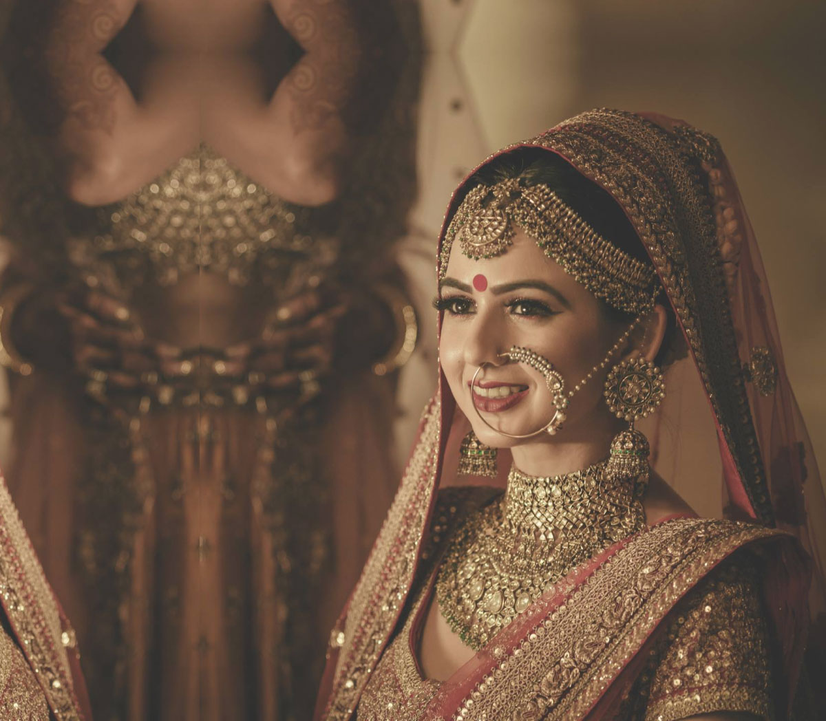 indian bride| traditional Indian jewellery| indian wedding jewellery| wed me good| indian weddings| indian brides | nath | mathapathi| polki necklace| delhi bride | bridal look| Indian Bridal Jewellery | Polki Ring | chandbala earrings | amarpali | kangana ranaut |rakyans