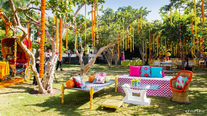 Innovative for display ideas for Indian Weddings by food stylist Rakhee Jain | Mini Burger and Beer appetiser ideas | Cocktail picks to pair with the burgers | Quirky Kitschy Daytime function