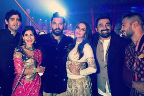 Yuvraj Singh's Wedding reception & Sangeet in Delhi | The roadies crew - Ranjivay and Neha Dupia with Gaurav and the groom