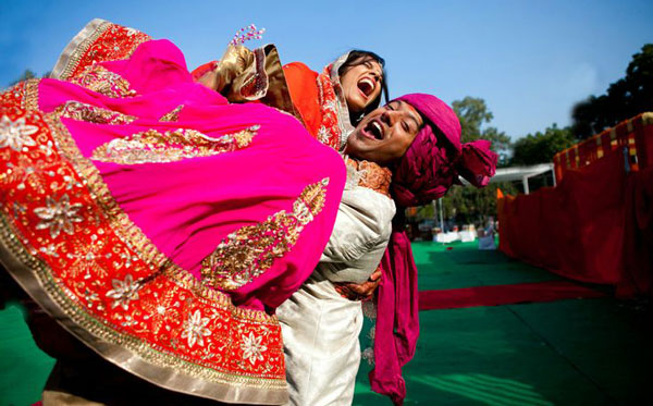 Groom and Bride exit ideas for Indian Weddings | vadai ideas | wedding send off ideas | couple exit ideas | Indian couple exit wedding groom carries bride