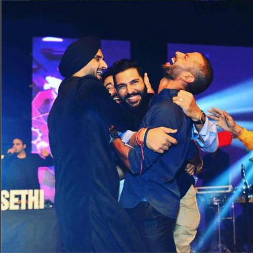Yuvraj Singh's Wedding reception & Sangeet in Delhi | Yuvraj with Team mates at his wedding celebrations