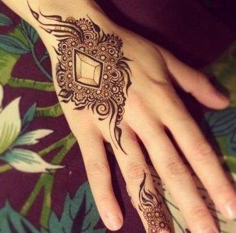 Minimal new mehndi design ideas for this wedding season | Henna Ideas | Geometric mix modern Style Henna with Jaali on back of the hand