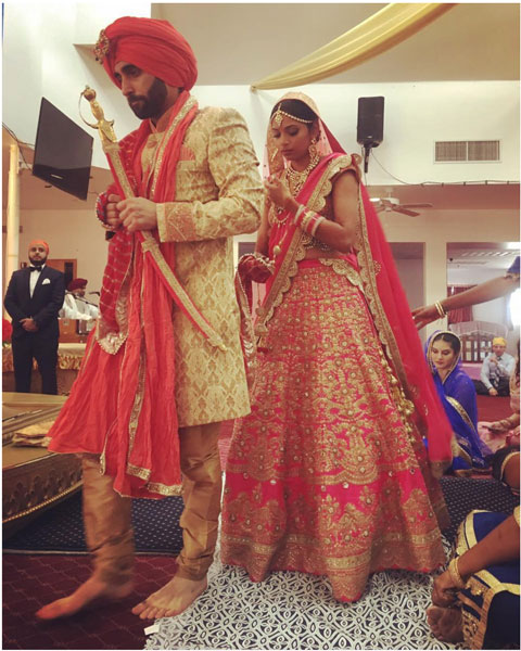 Sunny leone's Brother Sandeep vohra got married in a pretty Gurudwara Ceremony in LA | Groom in a creme sherwani and karishma the bride in a pretty pink lehenga with gold work