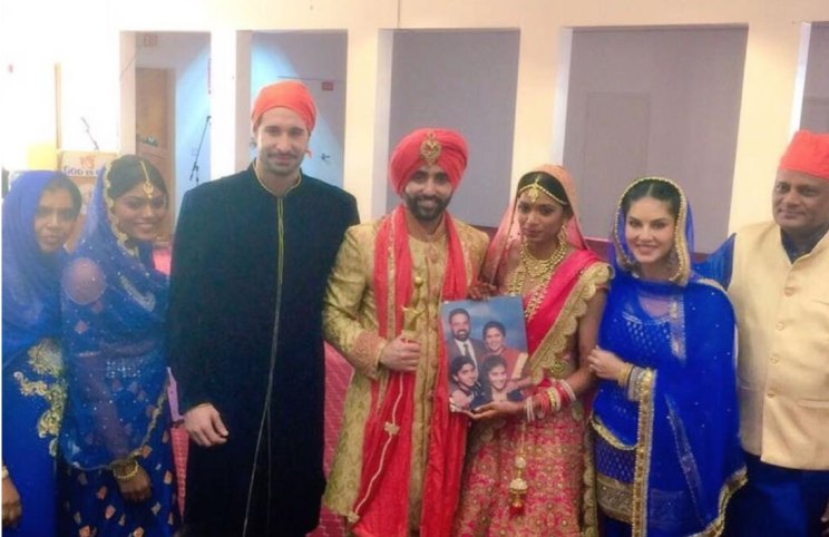 Pretty Punjabi NRI Wedding in a gurudwara | Sunny leone's Brother Sandeep vohra got married in a pretty Gurudwara Ceremony in LA | Sunny Leone with family at the Gurudwara